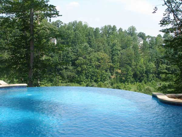 Pool landscape design with vanishing edge for Pool design hamilton nj