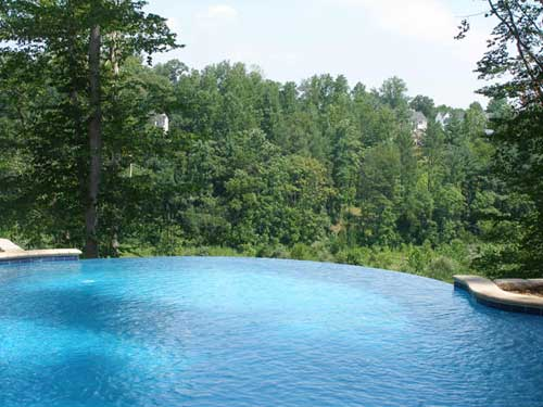 swimming pool with disappearing edge
